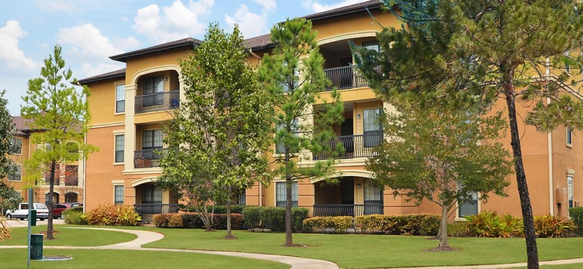 https://francispm.com/wp-content/uploads/2015/06/Estancia-Apartments-1200x554.jpg