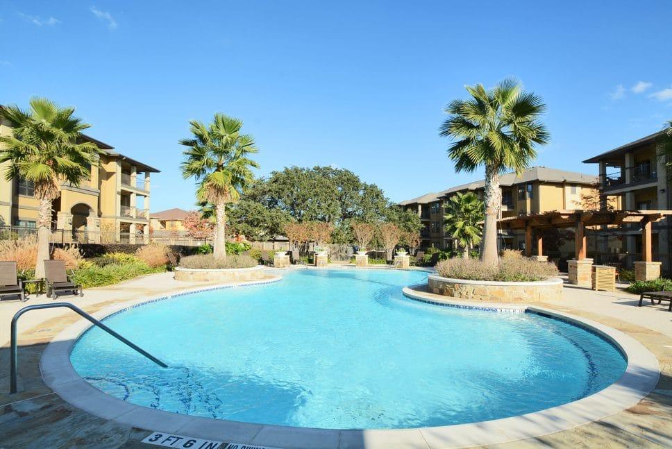 apartments conroe kitchen pool
