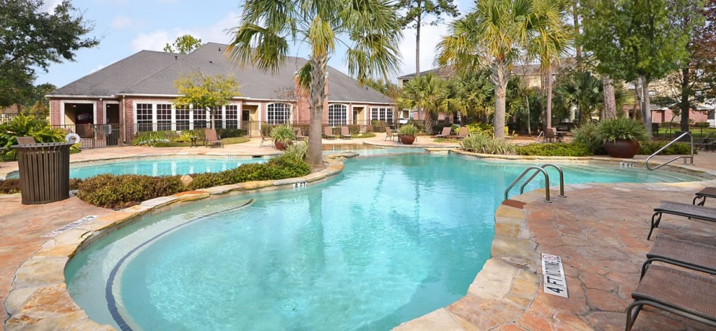 Pool of Harbor Cove Apartments for Rent Kingwood TX