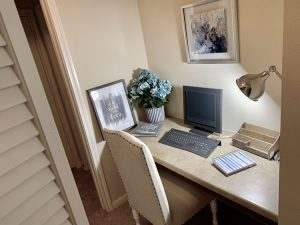 Apartments in Conroe Texas RIverwood desk